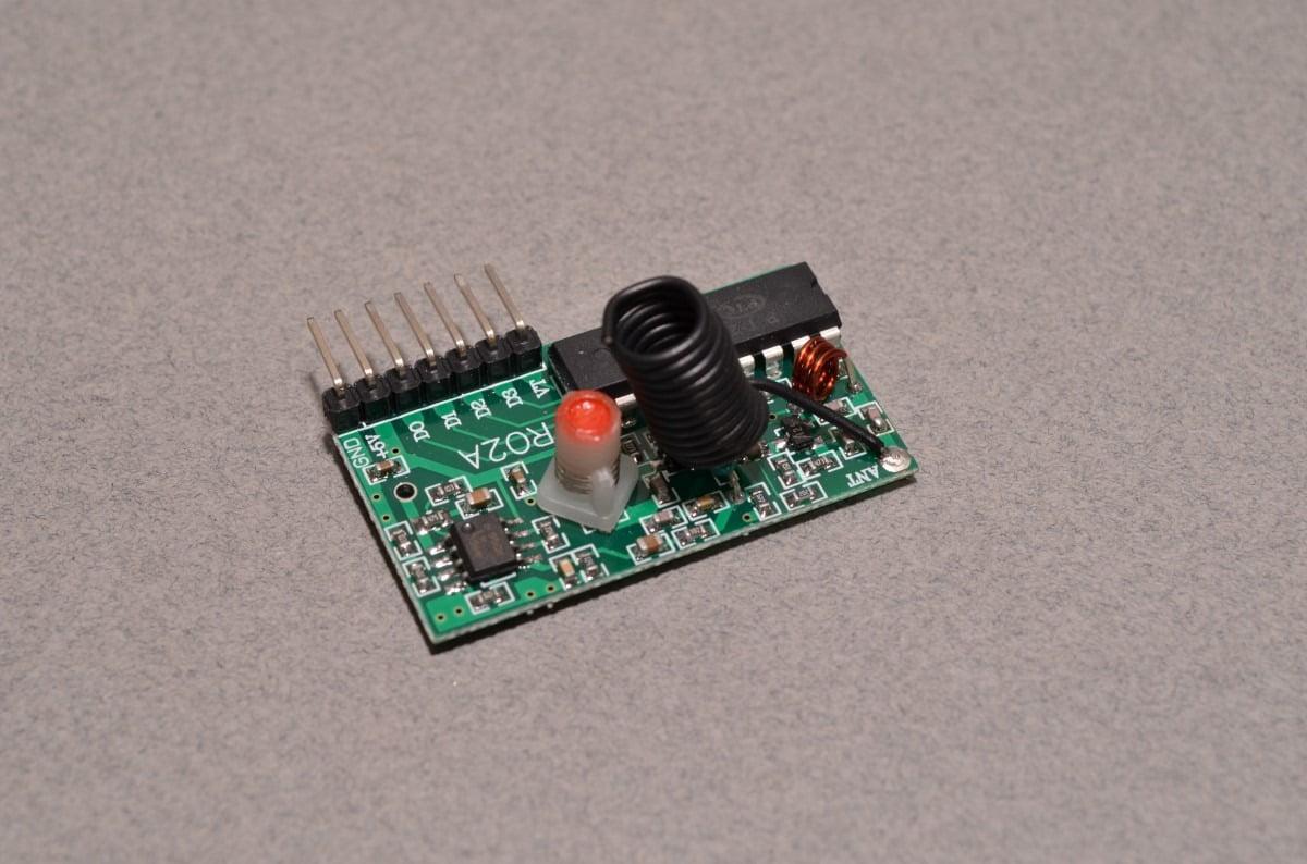 RF T4 Receiver - 315MHz Toggle Type - BC Robotics