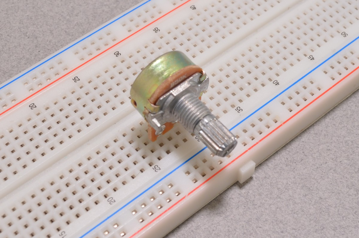 how to connect potentiometer to breadboard